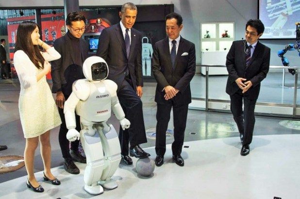 Robot3-640x426 President Obama Plays Football with Japanese Robot (VIDEO)