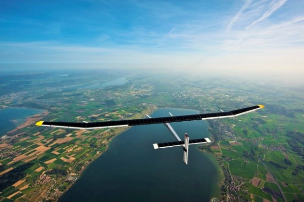 solarplane1-640x425 Solar Impulse, World's First Solar Airplane, Breaking Record By Flying Around the World Without Any Fuel (VIDEO)