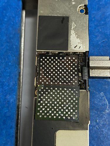 iPhone XR 電源が入らない 基板修理 データ復旧|リカバリーモードから復旧しない