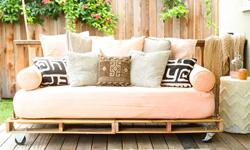 Costruire un divano letto futon con pallet in - Costruire un divano in legno ...
