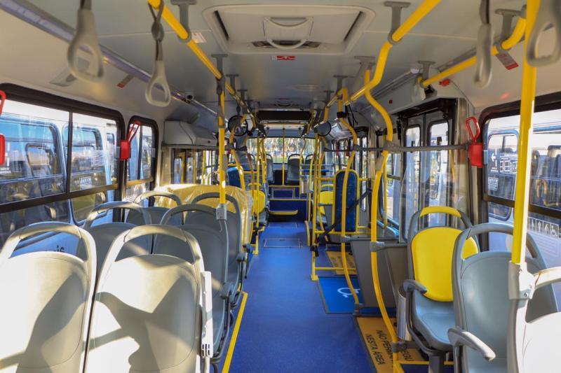 Dentro dos ônibus novos