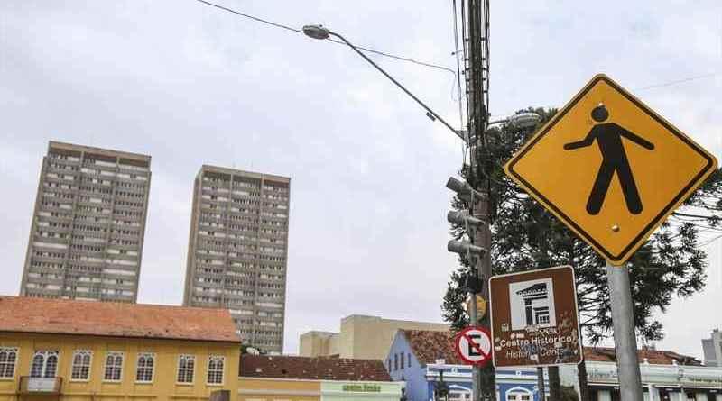 Placas de trânsito em Curitiba