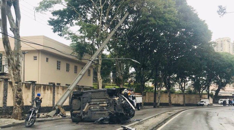 Carro Rua Luiz Leão