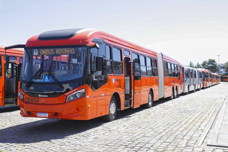 Ônibus Novos Vermelho