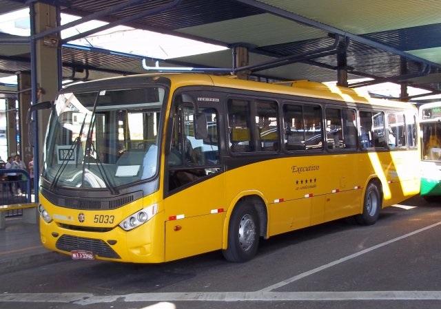 Ônibus no Terminal Urbano Cidade