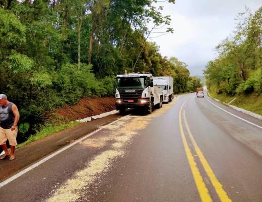 Caminhão parado BR-282