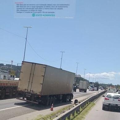 Caminhão parado Trevo