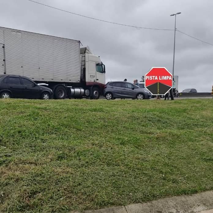 Colisão Caminhão na BR-101