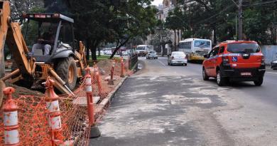 Conserto na Avenida Praia de Belas