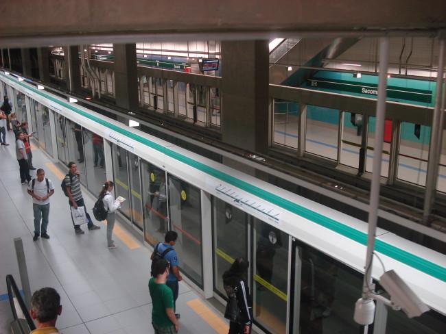 Linha 2-Verde Super-Heróis Carnaval Estação Sacomã da Linha 2-Verde do Metrô Volta do feriado