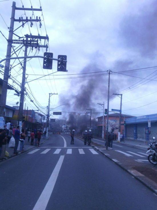 Estrada do Campo Limpo. Foto enviada via Whatsapp pelo leitor Caique.