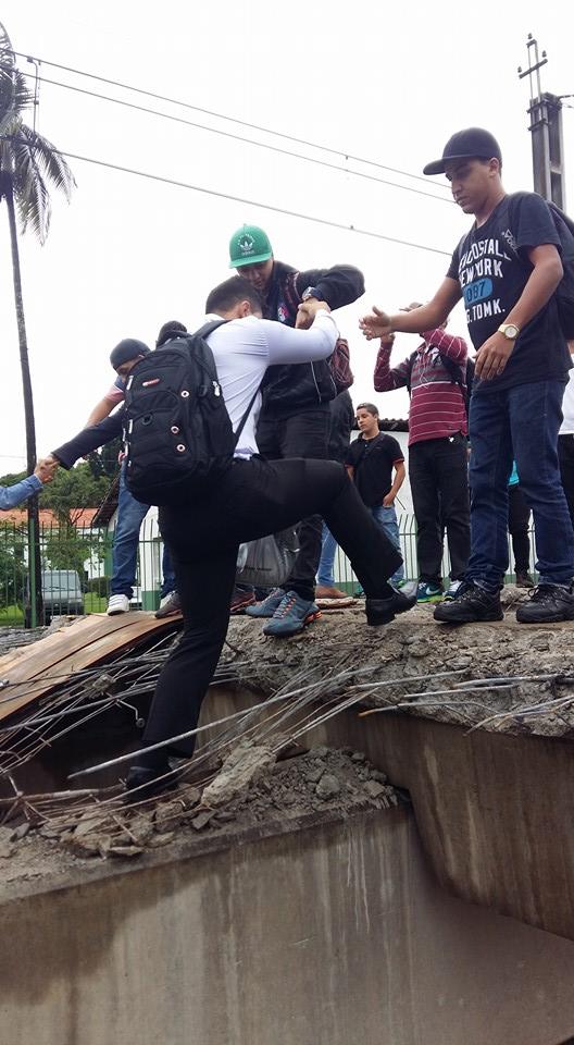 Esta era a situação dos usuários que pagam pelo transporte público na estação Quitaúna da Linha 8-Diamante (Foto: Elaine Silva)