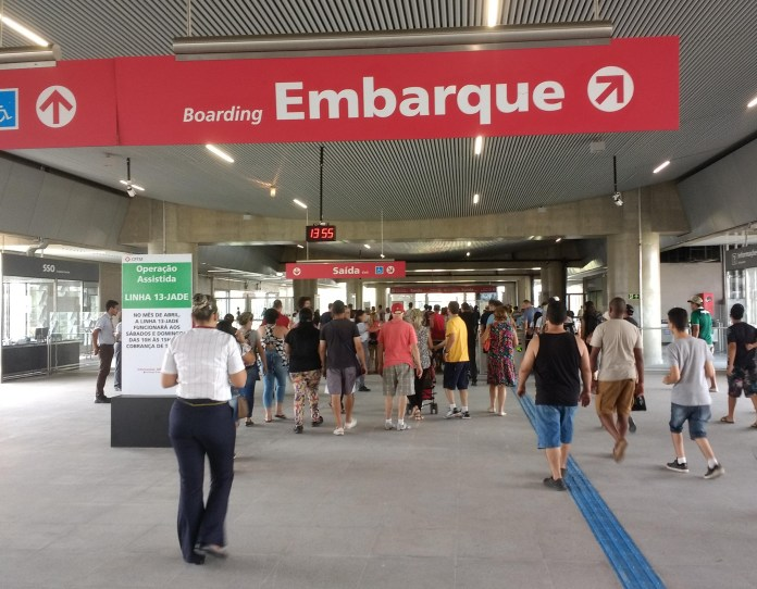 de passageiros mezanino estação aeroporto