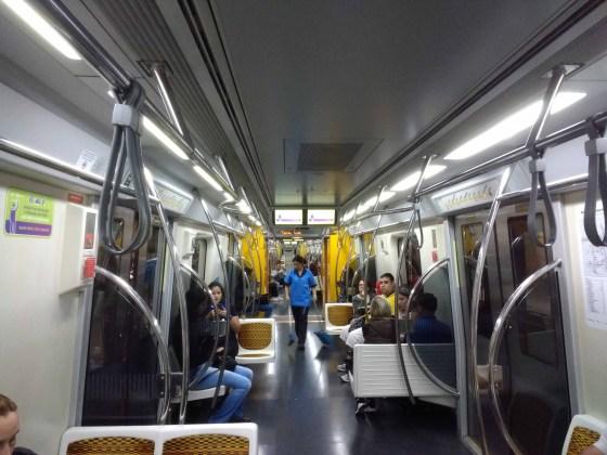 trem na estação são paulo morumbi