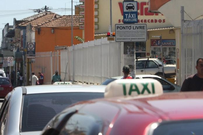 táxi poá