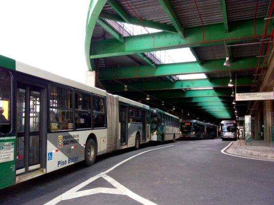 Terminal Vila Prudente com fila de ônibus