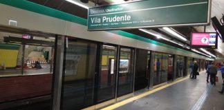 Portas na estação Vila Madalena