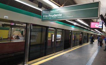 Portas na estação Vila Madalena Linha 2-Verde