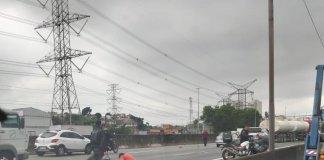 Acidente entre motocicleta e carro na Fernão Dias