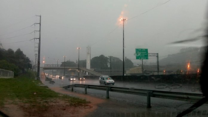 Alagamento na Régis Chuva em São Paulo
