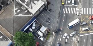 Carro na Avenida Interlagos