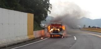 Incêndio em utilitário Rodovia Mogi Bertioga