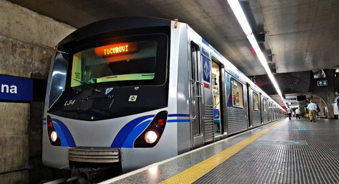 Metrô na Linha 1-Azul