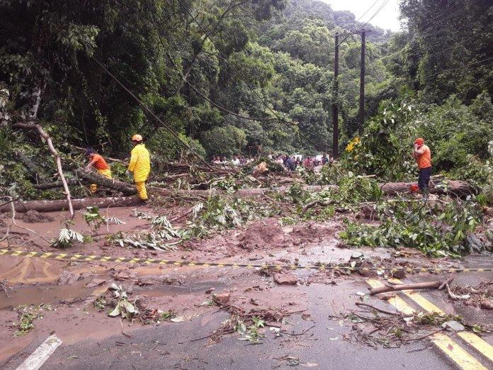 Rodovia Rio-Santos Queda