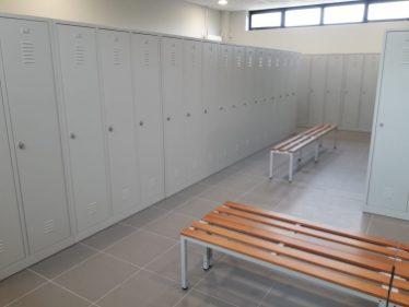 Local vestiaire pouvant accueillir 86 personnes coté homme.