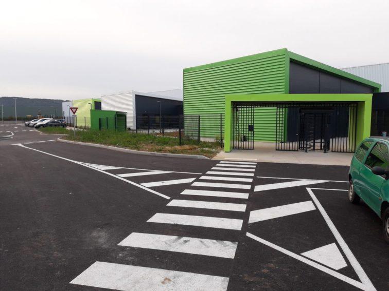 Le troisième site industriel de ce groupe, spécialisé dans la transformation du verre pour le bâtiment, s'est installé sur le parc industriel de la plaine de l'Ain près de Lyon