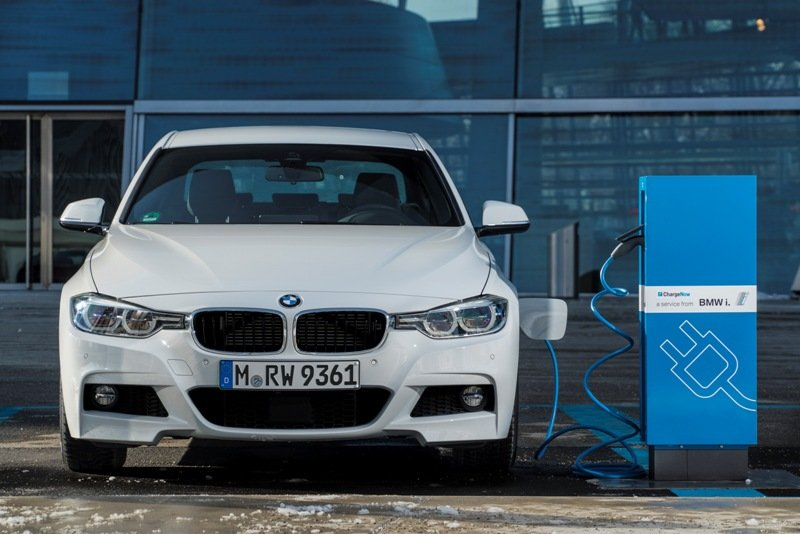 BMW 330e iPerformance (ibrida plug-in)
