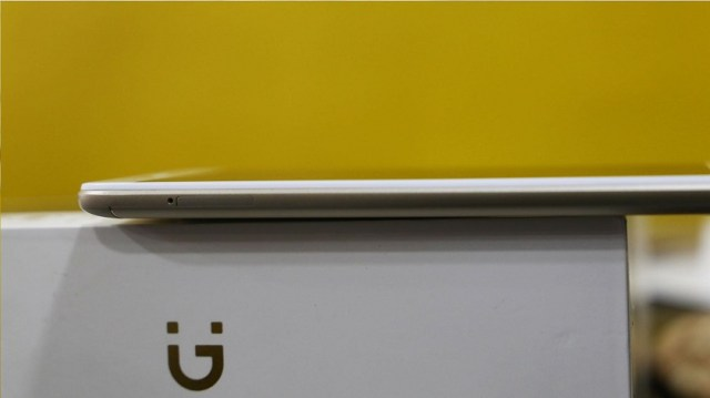 Gionee A1 Lite unboxing slim profile on box side