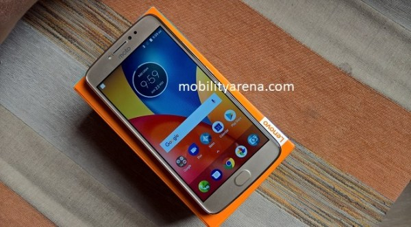 Moto E4 Plus Review - on box