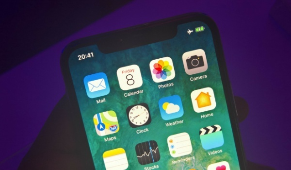 Apple iPhone X Hands-on Review - top of screen