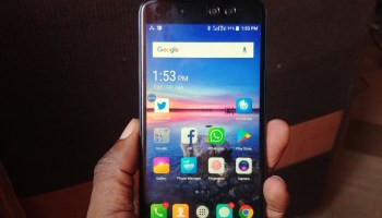 itel S32 in hand