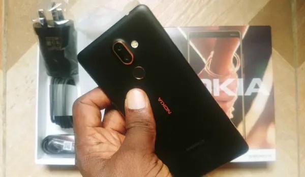 Nokia 7 Plus Unboxing back side