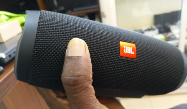 jbl charge3 wireless speaker front