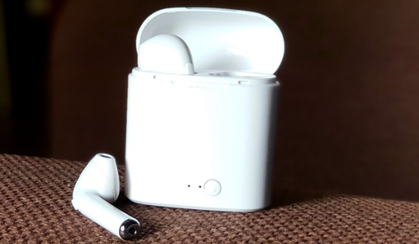 TWS i7S Airpod clone review open pod