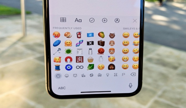Apple iOS 12.1 emojis