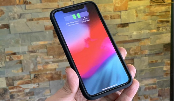 iphone XS smart battery case on iphone x twitter user rene ritchie