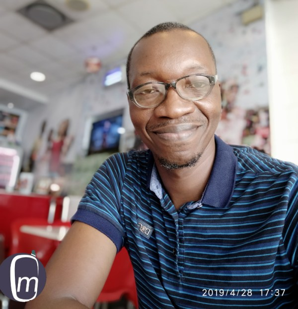 selfie portrait with Redmi Note 7 mister mobility