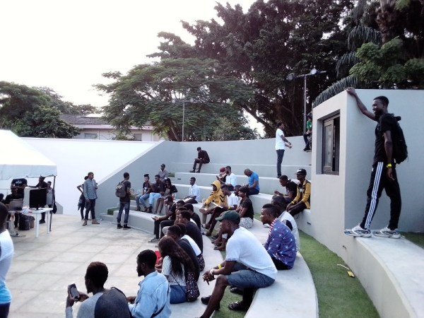 itel-s15-Pro-triple-camera-Daylight-outdoors-Alliance-Francais-amphitheatre
