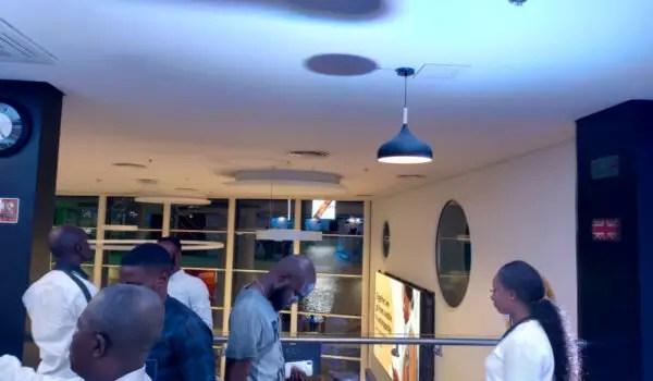 Oppo reno2 main camera Indoor night photo artificial lighting
