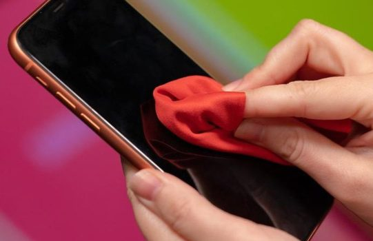how to Clean your phone without damaging it