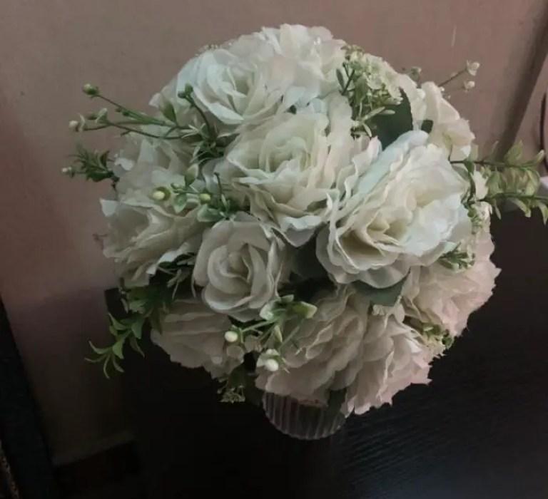 apple iPhone xr review - indoor flower vase