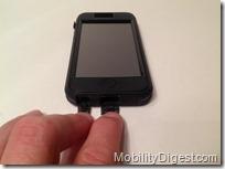 Case-Mate TOUGH XTREME iPhone 5 bottom open