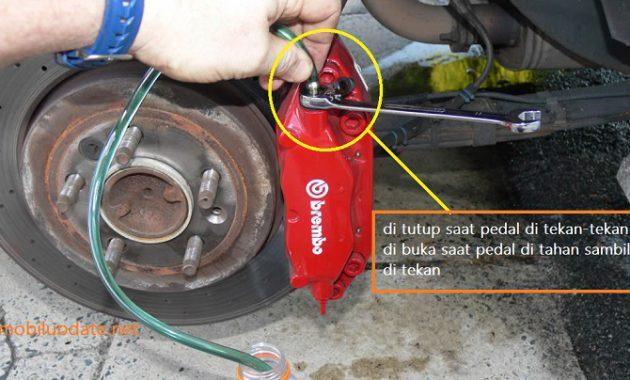 Cara Memperbaiki Rem Mobil Yang Masuk Angin