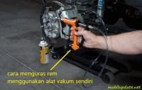 cara menguras minyak rem menggunakan alat