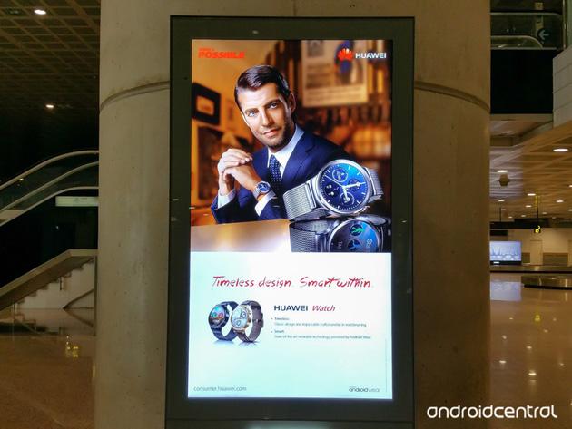 Huawei Watch - reklama na lotnisku
