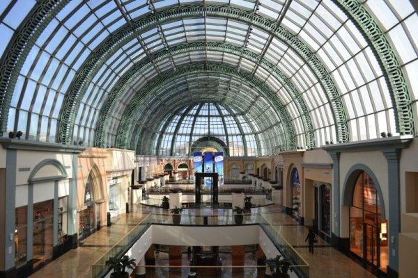 Największy na świecie Apple Store w Dubaju